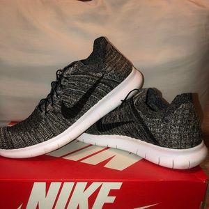 Nike Size 10 Free run Flyknit